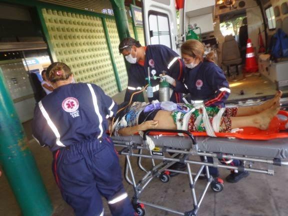 Ve兤ulo capota em avenida, deixa saldo de 1 morto e 3 feridos em Parna兊a