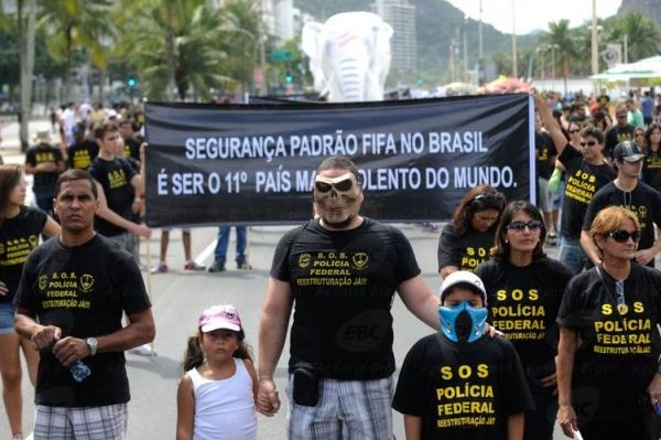 Em protesto, policiais federais prometem parar durante a Copa