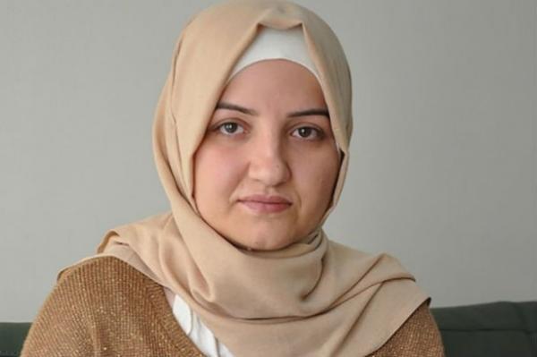 Mulher obrigada a casar aos 15 e espancada pelo marido, torna-se prefeita na Turquia