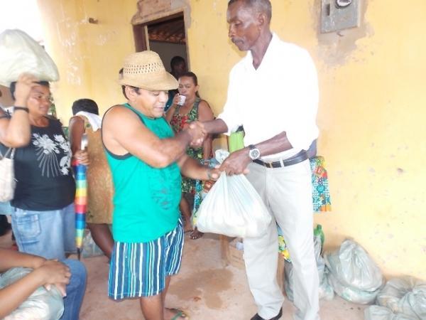 Vice-prefeito mantém a tradição de distribuição de cestas básicas na semana santa. - Imagem 7