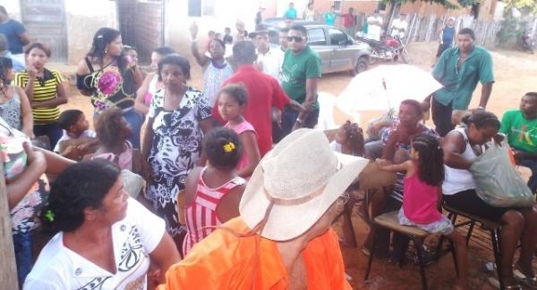 Vice-prefeito mantém a tradição de distribuição de cestas básicas na semana santa. - Imagem 8