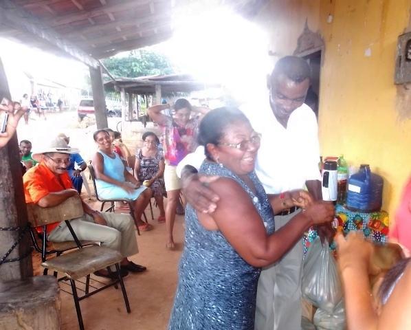 Vice-prefeito mantém a tradição de distribuição de cestas básicas na semana santa. - Imagem 9