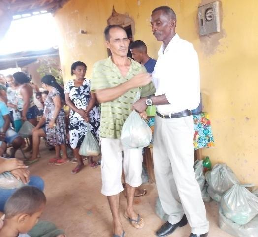 Vice-prefeito mantém a tradição de distribuição de cestas básicas na semana santa. - Imagem 1