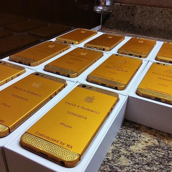 Presidente da Nigéria encomenda iPhones de ouro para casamento da filha