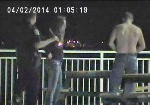 Quem sabe faz ao vivo! Casal é preso fazendo sexo em parque