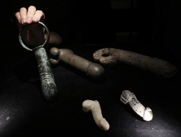 Exposi鈬o re佖e brinquedos sexuais com mais de 2 mil anos na China