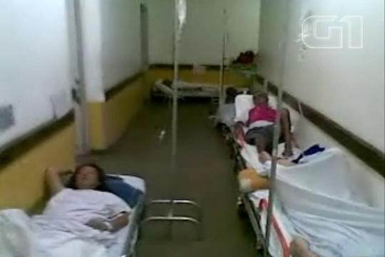 Macas do Samu viram leitos em corredores de hospitais em SP