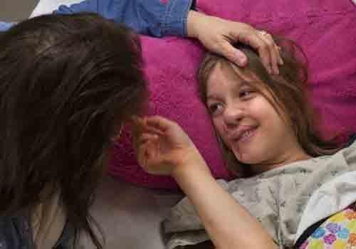 Menina atacada por guaxinim receberá nova orelha após ter face reconstruída