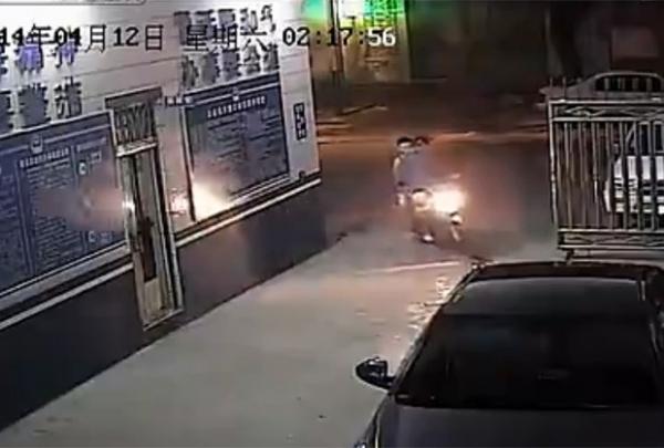 Motociclista oferece