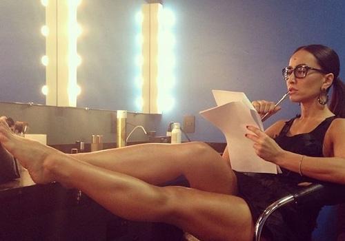 Sabrina Sato sensualiza em foto no camarim: