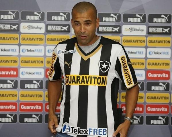 Botafogo apresenta Emerson Sheik com a 7