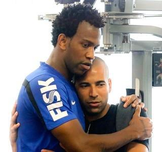 Gil deseja boa sorte a Emerson Sheik no Botafogo: