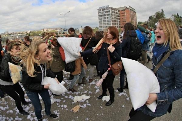 Guerra de travesseiros bate recorde nacional na República Tcheca