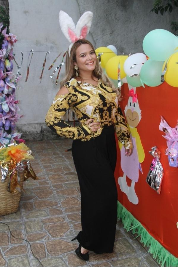 Mais cheinha, Geisy Arruda participa de ação em ONG