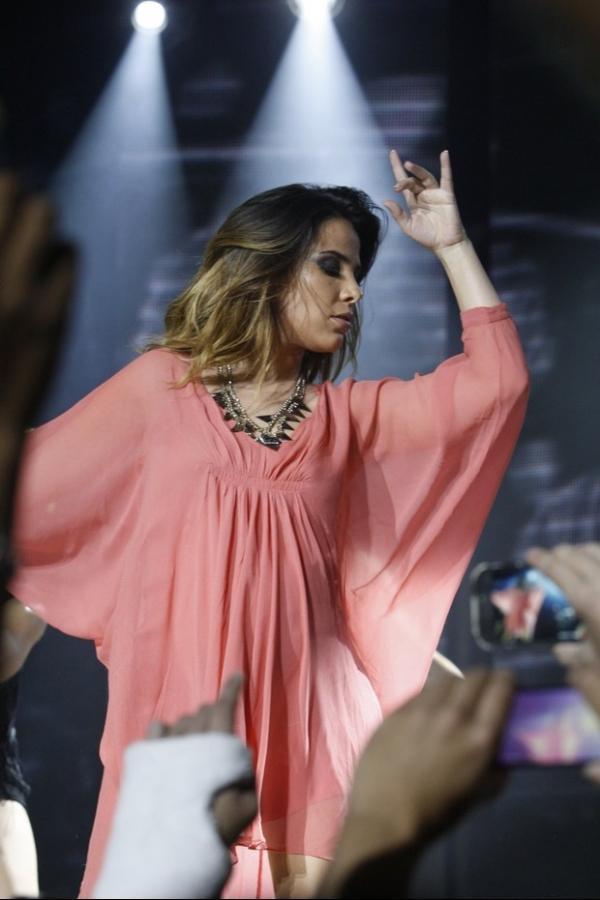 Grávida de seis meses, Wanessa dança muito durante show, em SP