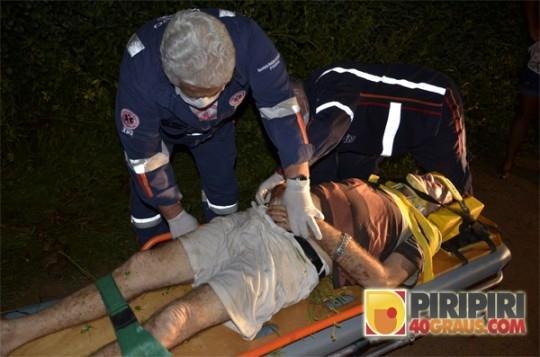 Idoso dispara tiros em via p炻lica, sofre acidente e  preso pela For軋 T疸ica