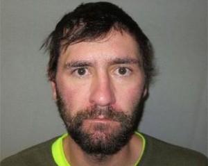Americano é preso sob fiança de R$ 58 mil após lamber olho de policial