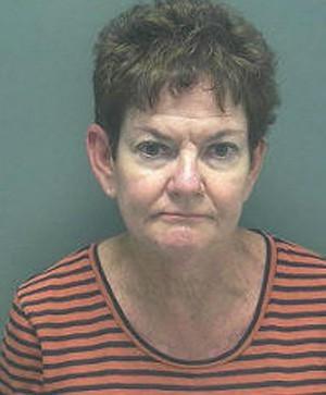Professora é presa ao dirigir bêbada a caminho da escola nos EUA