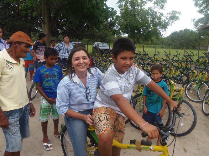 Governo de Luís Correia entrega bicicletas do Pedala Piauí na zona rural