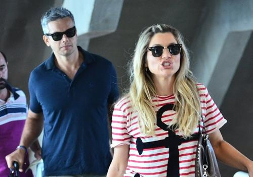 Cleo Pires escolhe look básico e Mateus Solano usa chinelo em aeroporto