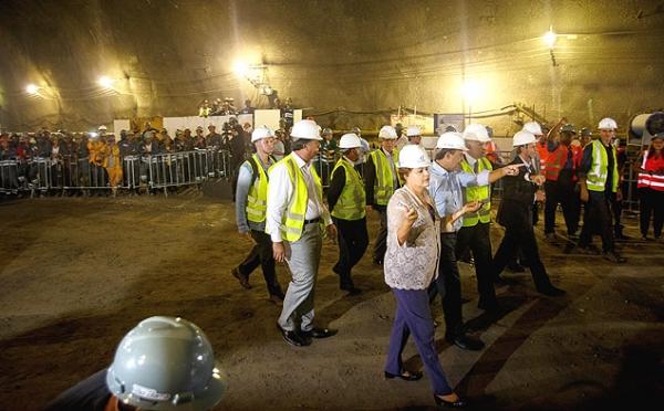 Com ameaça de greve, Dilma visita obras do metrô no Rio