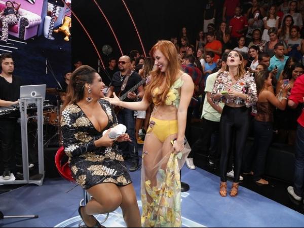 Ex-BBB Aline abusa da transparência na final do reality show