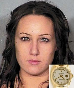 Massagista é presa por roubar Rolex de cliente e esconder na área íntima