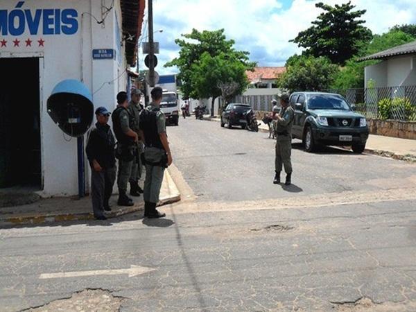 Quadrilha invadem agência do BB mas não conseguem arrombar cofre em José de Freitas