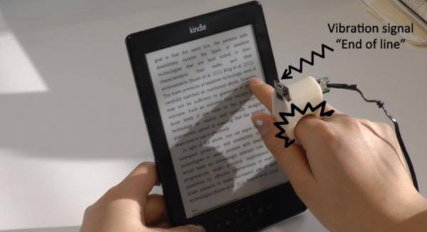 Anel inteligente ajuda cegos a ler textos impressos; conheça o projeto