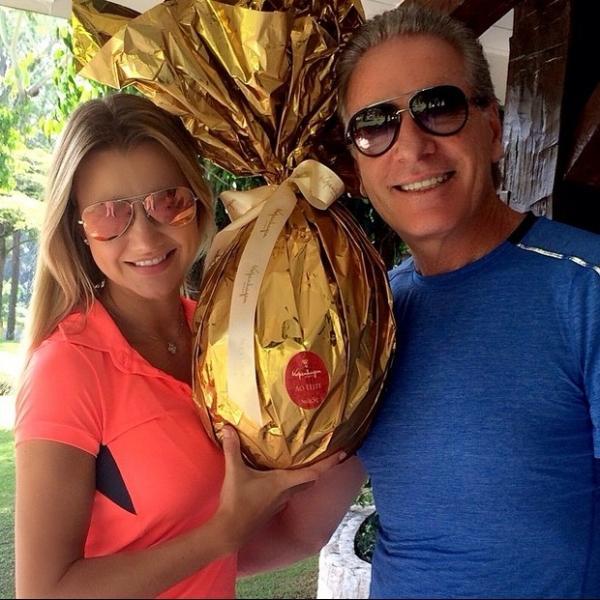 Roberto Justus dá à namorada ovo de chocolate de quase R$ 1 mil