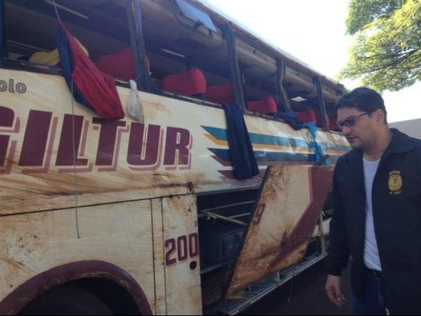 Acidente com ônibus deixa oito mortos e dezenas de feridos no PR