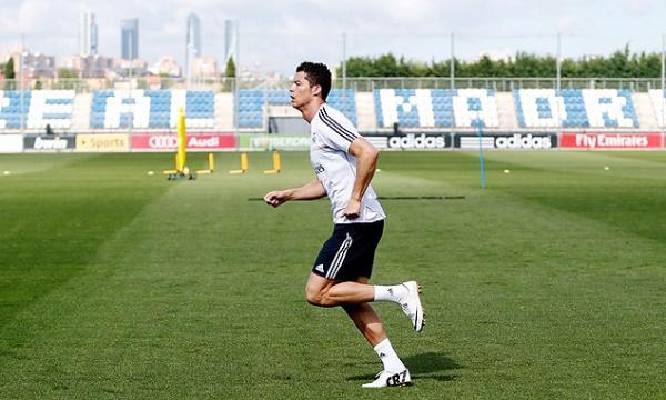 Cristiano Ronaldo volta a treinar com elenco e deve jogar contra o Bayern
