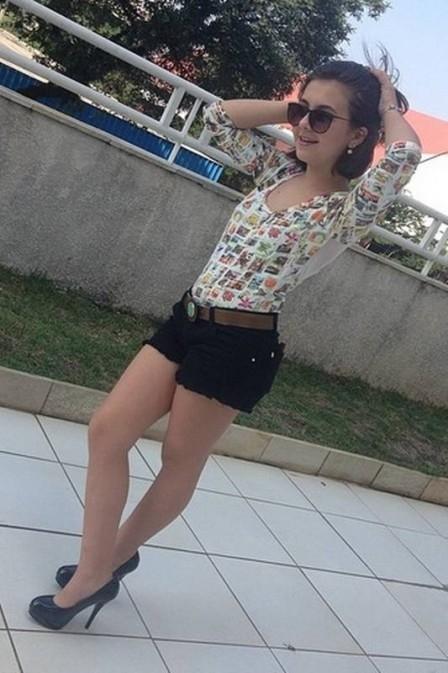 Klara Castanho faz charme em foto e arranca elogios de fãs