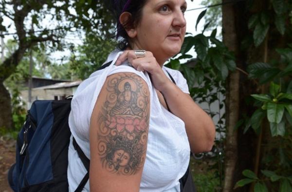Turista britânica detida no Sri Lanka por tatuagem de Buda