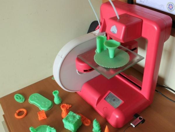 Conhe軋 criador da primeira impressora 3D; tecnologia completa 30 anos em 2014