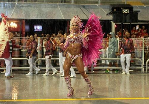 Gracyanne revela que no carnaval carioca só voltará na Mangueira