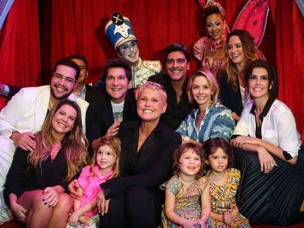 Xuxa recebe famosos na inaugura鈬o de casa de festa infantil em SP