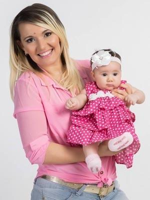 Compressa é encontrada dentro de corpo de mulher 3 meses após parto