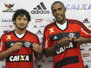 Arthur e Marcelo são apresentados pelo Flamengo
