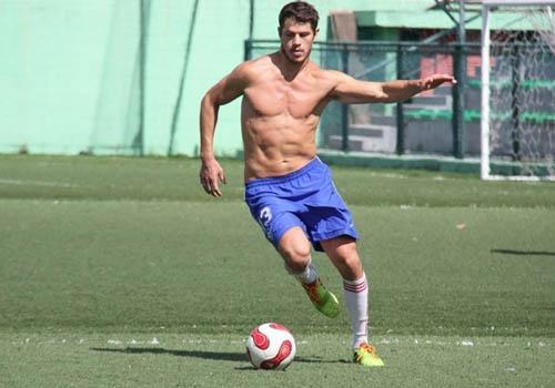 José Loreto e famosos participam de futebol dos artistas
