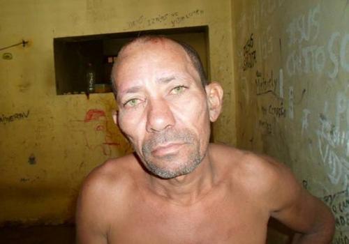 Lavrador é preso após agredir próprio pai com golpes de facão na cabeça