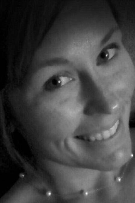 Mulher bate de carro e morre depois de postar selfie no Facebook