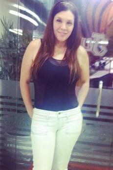25kg mais magra, Simony já desfila corpo de  antes da gravidez com remédio à base de feijão