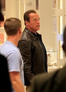 Arnold Schwarzenegger visita joalheria no Rio de Janeiro