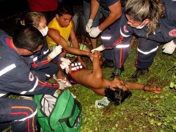 Jovem leva violenta facada e vísceras ficam expostas.