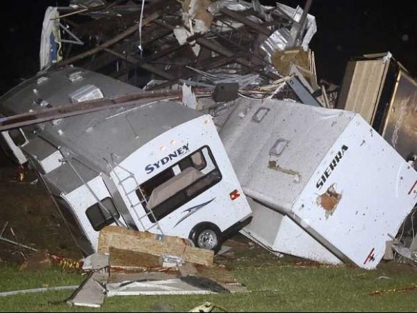 Tornados deixam mortos e rastro de caos nos Estados Unidos