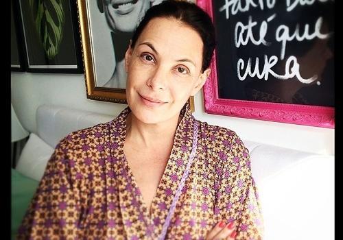 Aos 46, Carolina Ferraz mostra foto de