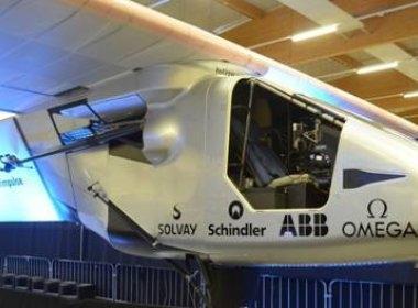 Avião movido à base de energia solar dará volta ao mundo