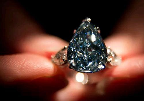 Maior diamante azul do mundo pode chegar a R$ 55 milhões