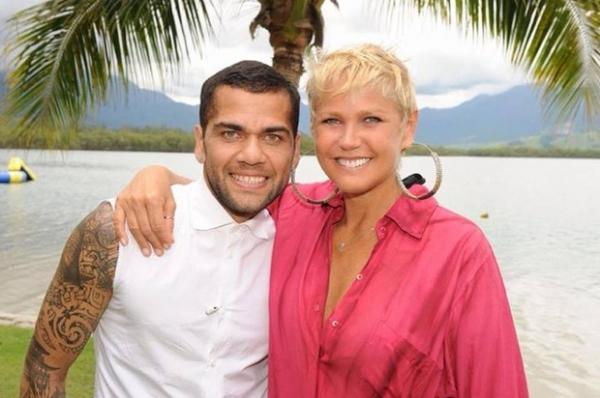 Xuxa posta foto com Daniel Alves: